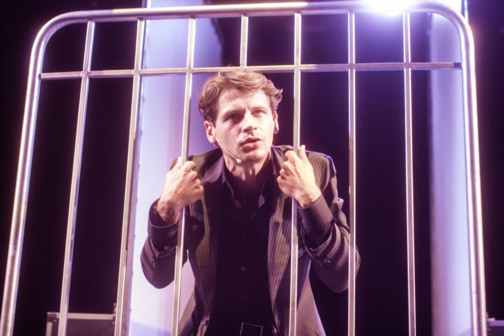 Zdjęcie ze spektaklu, na zdjęciu: Patryk Szwichtenberg