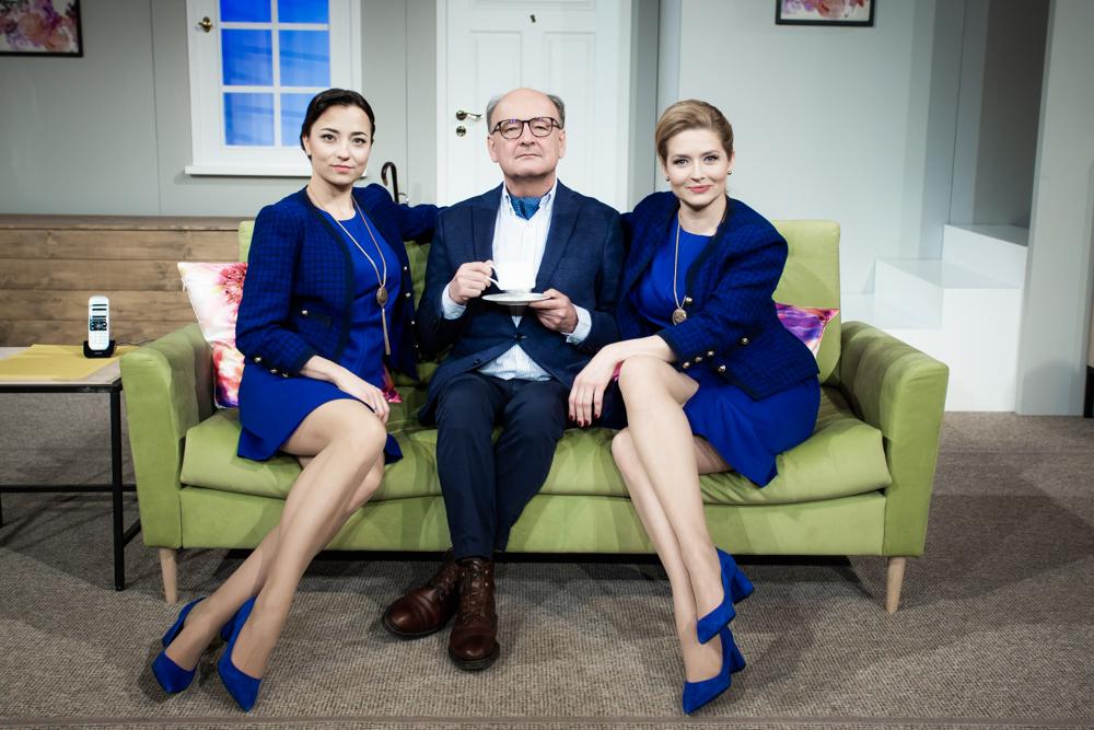 Paweł Pitera z dwiema odtwórczyniami roli Lindy Swan - z lewej: Lidia Olszak, z prawej: Urszula Grabowska